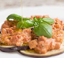 Bakłażany z grilla z sosem pomidorowym - jak zrobić?