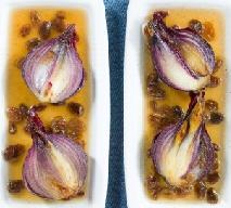 Cebula w białym winie: przepis na wykwintne danie z pospolitego warzywa