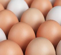Jajka białe czy brązowe: które lepiej kupować?