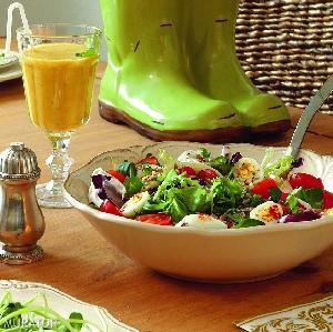 Sałatka pełna witamin: przepis na łatwą i smaczną sałatkę