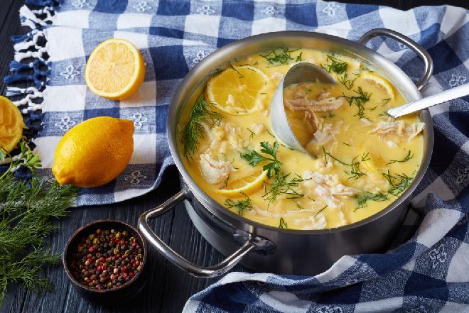 Avgolemono - grecki rosół drobiowy z cytrynową nutą
