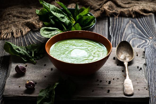 Zupa szpinakowa według Ewy Wachowicz: przepis