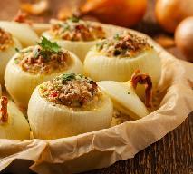 Zapiekane cebule nadziewane mięsem mielonym