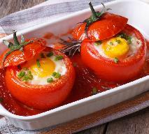 Jajka pieczone w pomidorach - pyszna przekąska lub dodatek do dania głównego