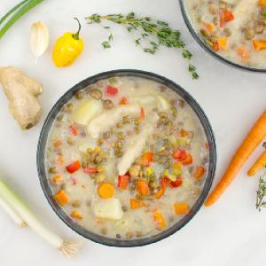 Pikantna zupa z zielonego groszku w puszce: wegańska i pyszna