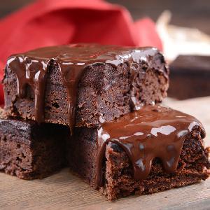 Brownie na jogurcie naturalnym: łatwy przepis na bezglutenowe ciasto czekoladowe