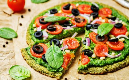 Pizza na cieście z cukinii lub kabaczka