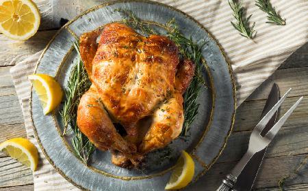 Pieczony kurczak: ile piec kurczaka? [WIDEO]