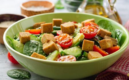 Sałatka z grillowanym tofu z menu Beszamel