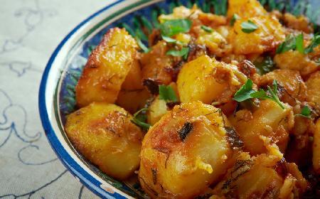 Pikantne ziemniaki z patelni: bliskowschodni przepis na Batata Harra