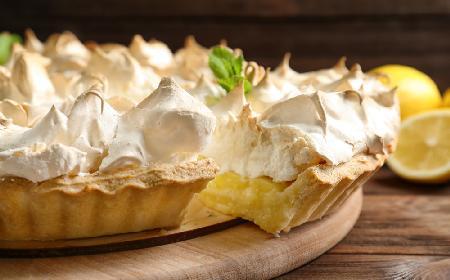 Lemon meringue pie: angielska tarta cytrynowa z bezą [Smaczna Historia]