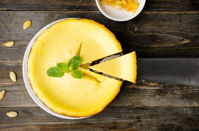 Sernik z dynią: zdrowe ciasto na powitanie jesieni