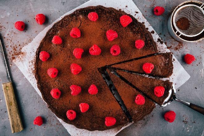 Dietetyczne ciasto z malinami - przepis bez cukru i tłuszczu!