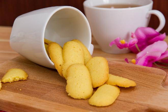 Biszkopciki Kocie Języczki: tylko 4 składniki, 30 minut pracy i pełen kosz ciasteczek gotowy