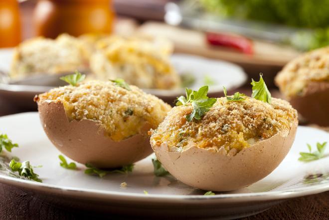 Jajka faszerowane grzybami: według pomysłu Magdy Gessler [WIDEO]